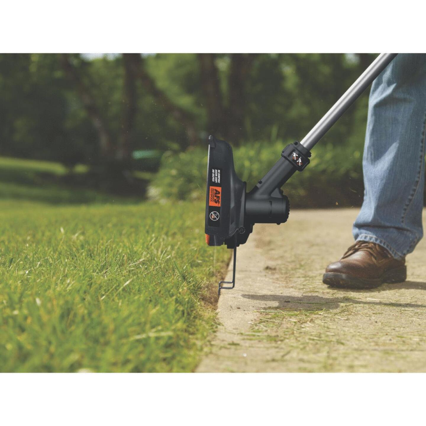 Black & Decker 40V MAX 13 In. Lithium Ion Straight Cordless String Trimmer Image 4